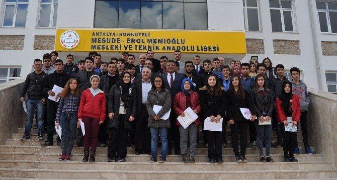 Korkuteli'de Öğrencilerin Karne Sevindi