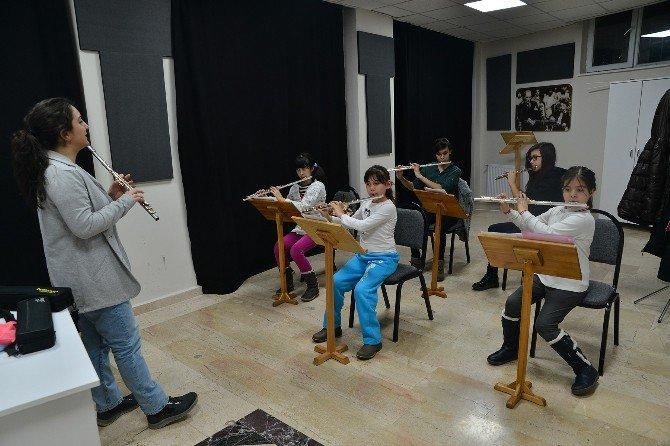 Senfoni Orkestrasına Yeni Sesler Katılıyor
