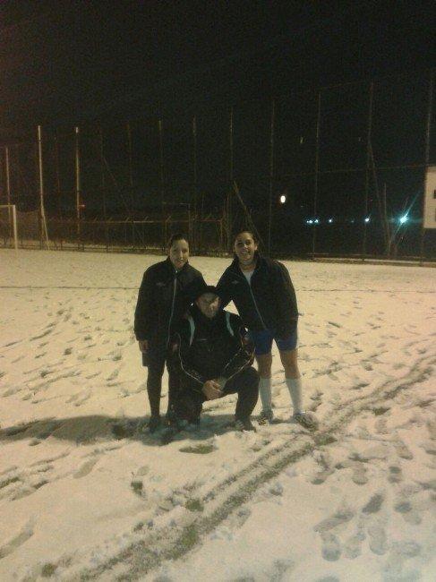 Manisa'nın TEK Bayan Futbol Takımı 2. Yarıya Hazır