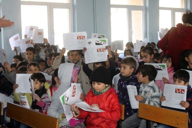 Mülteci Öğrencilerin Karne Sevinci