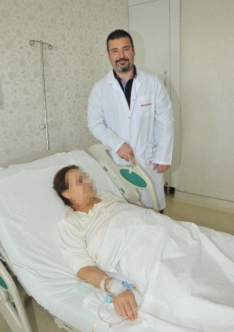 Kanser Hastası Kadına Bağırsaktan Mesane