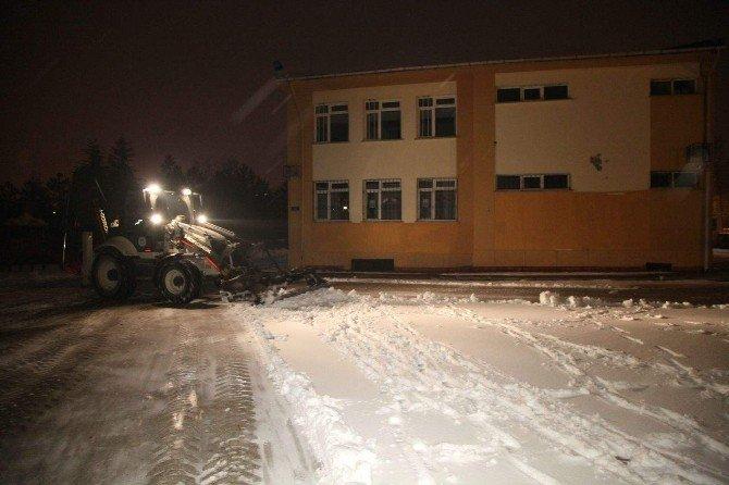 Odunpazarı'nda Kar Temizliği Tüm Hızıyla Devam Ediyor