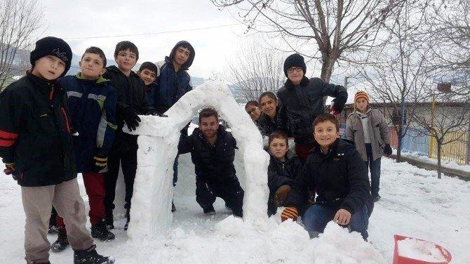 Öğrenciler Kardan Eskimo Evi Yaptılar