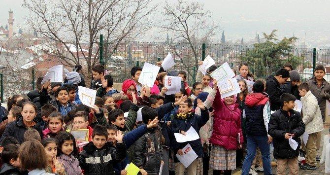 Bursa'da Yarım Milyon Öğrenci Karne Heyecanı Yaşadı