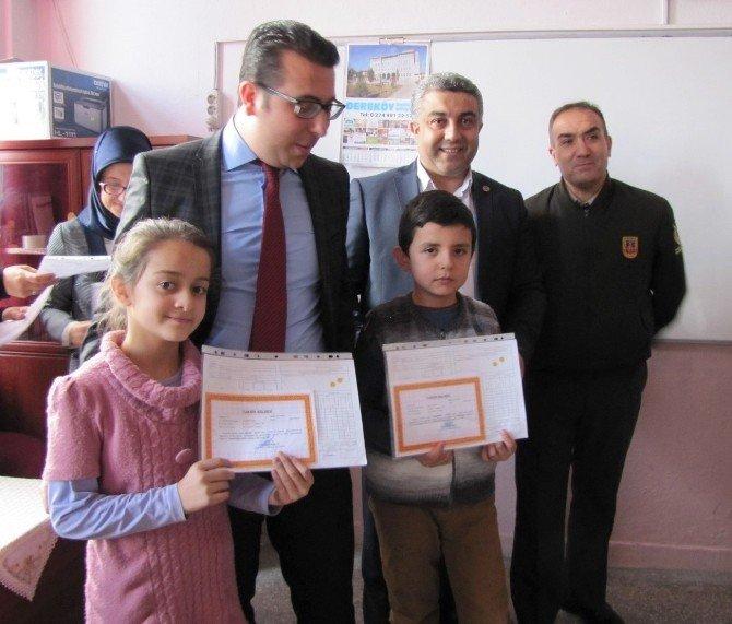 Hisarcık'ta Öğrencilerin Karne Heyecanı