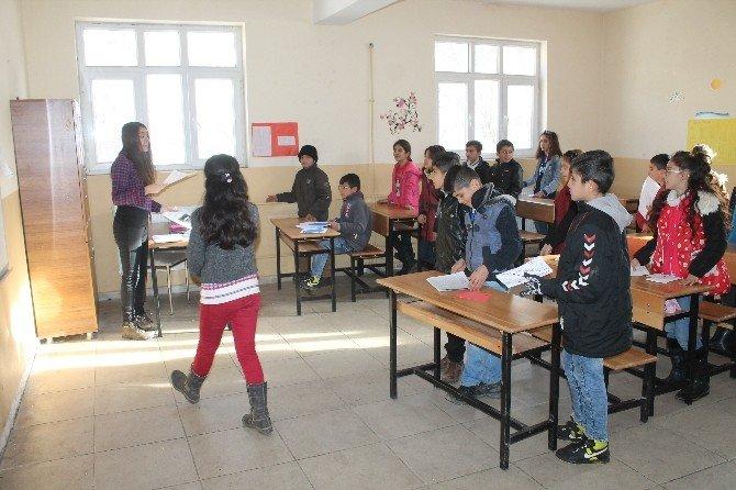 Irak Sınırına Sıfır Noktada Bulunan Beytüşşebap'ta Karne Sevinci