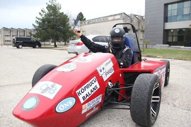Uludağ Üniversitesi Öğrencilerinden Yerli Formula Aracı