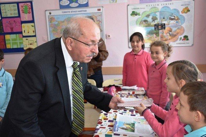 Başkan Albayrak Saray Güngörmez'de Miniklere Karne Verdi