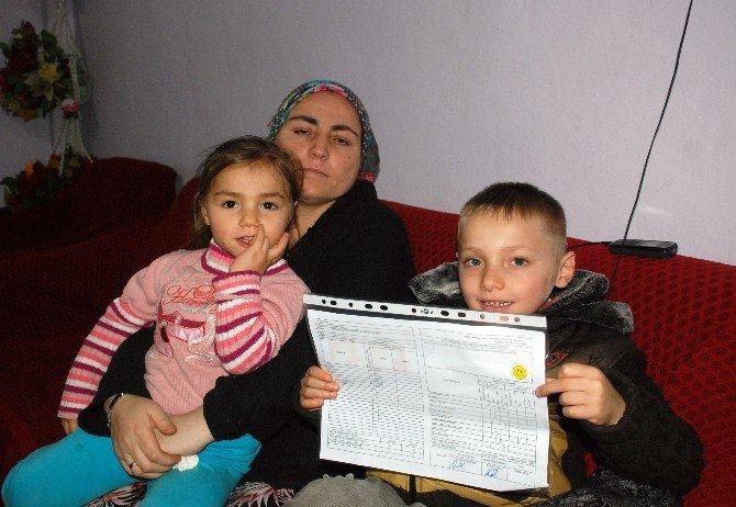 Kayıp Çocuklardan Bayram'ın İkizi Karnesini Aldı