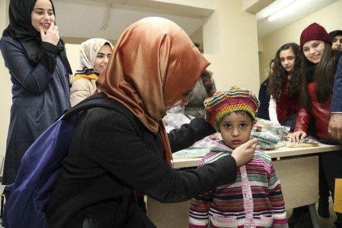 Suriyeli Mülteciler İçin Atkı Ördüler