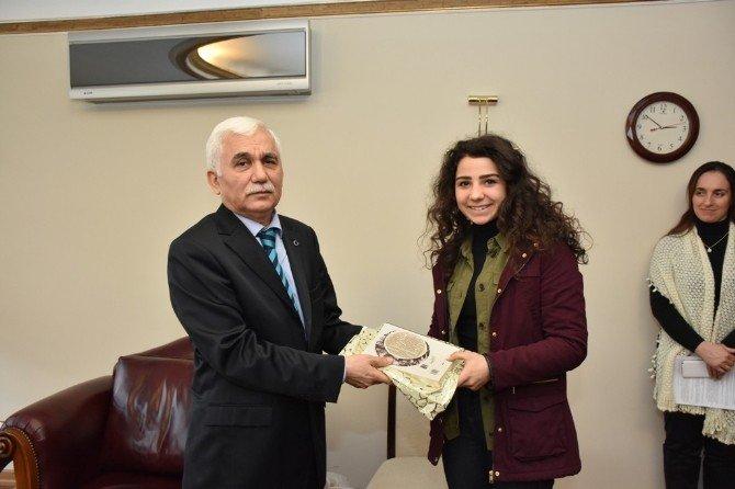 Başarılı Sporcular Vali Orhan Alimoğlu'nu Ziyaret Etti