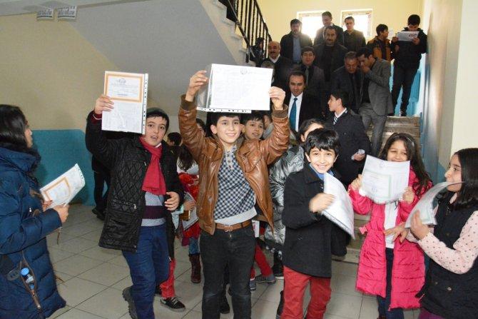 Tatvan'da 21 bin 913 öğrenci karne sevinci yaşadı