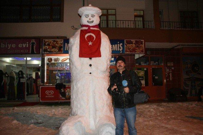 Yozgat'ta Esnafından Dev Kardan Adam