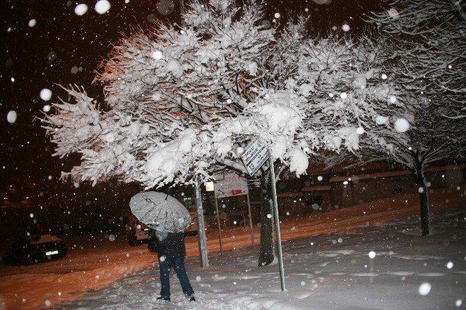Yozgat'ta Kar Yağışı Sürüyor