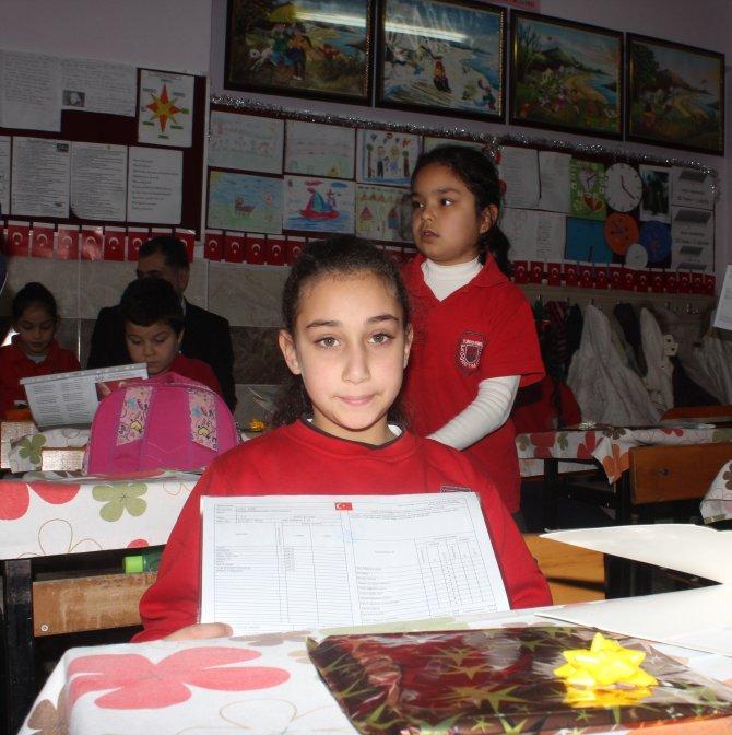 Adana'da 473 bin 650 öğrenci karne heyecanı yaşadı