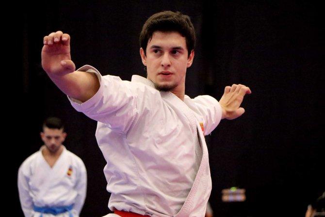 Karatenin yıldızları Paris'e çıkarma yaptı
