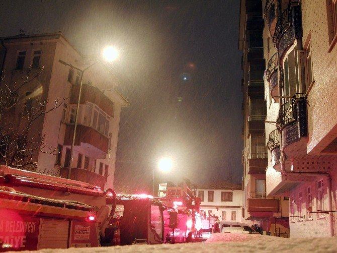 Apartmanın Çatı Katında Yangın