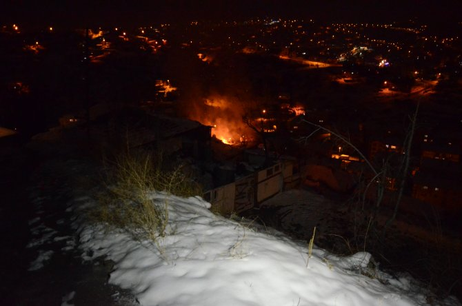Başkent'te gecekondu yangını korkuttu