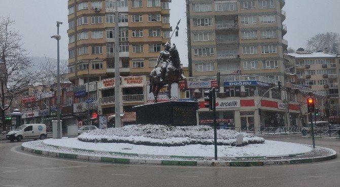 Kar Yağışı Bursa'ya Yeniden Beyazlara Bürüdü