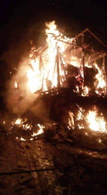 Alev Topuna Dönen Ev, Köylüleri Korkuttu