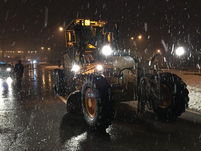 Büyükşehir Tüm Birimleriyle Karla Mücadele Ediyor