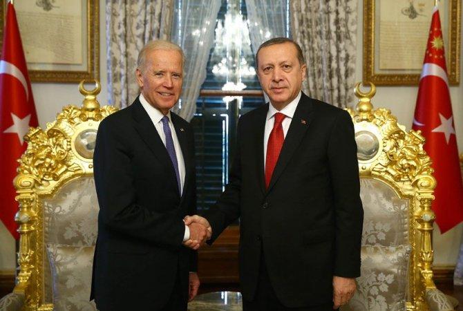 Erdoğan, Biden ile görüşüyor