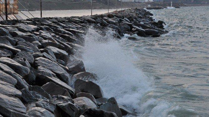Fırtına Deniz Ulaşımını Aksatıyor