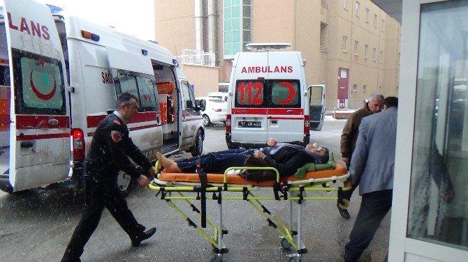 Tır'a Çarpan Yolcu Otobüsü Şarampole Uçtu: 14 Yaralı