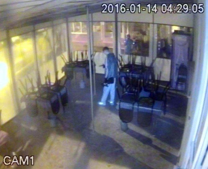 Silahlı Hırsızlık Çetesinin Paniği, Kameralara Yansıdı