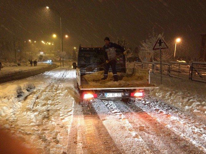 İzmit'te Karla Mücadele Devam Ediyor