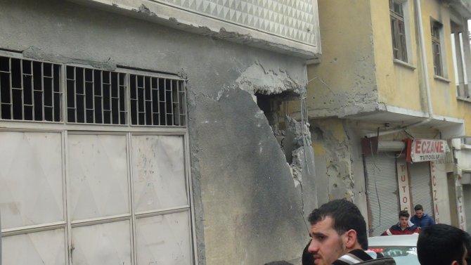 Kilis'te roketin düştüğü evde büyük hasar meydana geldi