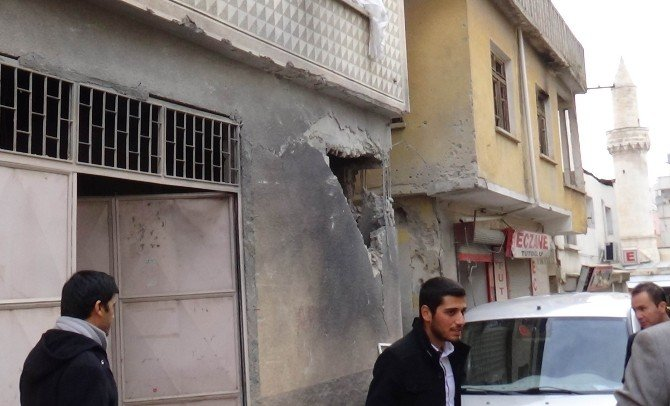 Roketin Düştüğü Mahalle Savaş Alanına Döndü