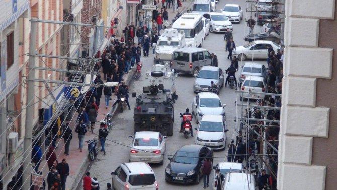 Nusaybin'de polis 4 kişi gözaltına aldı, YDG-H'liler araçları gaspetti