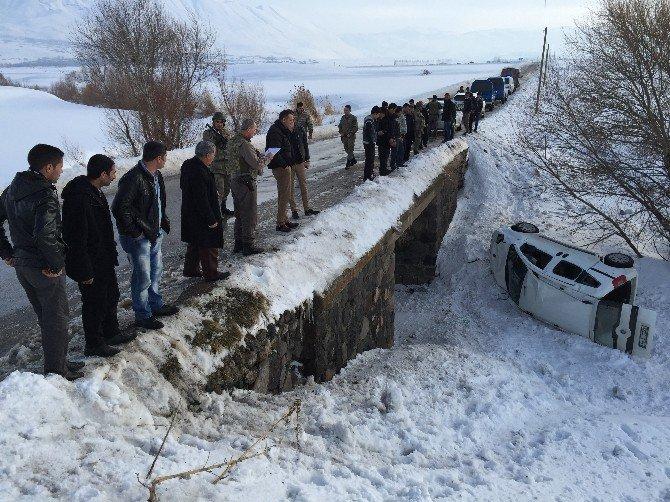 Muradiye'de Trafik Kazası: 5 Yaralı