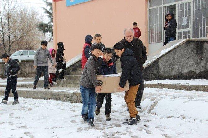 Minik Öğrencilerden Bayır-bucak'a Yardım