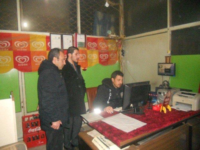 Polis, Kafe Ve İnternet Kafeleri Denetledi