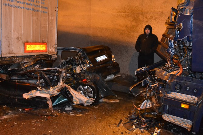 Zincirleme kazada 13 araç birbirine girdi