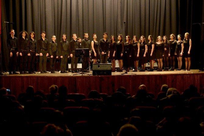 Tepebaşı Çok Sesli Gençlik Korosu'ndan 'Yeşilçam 1' Konseri