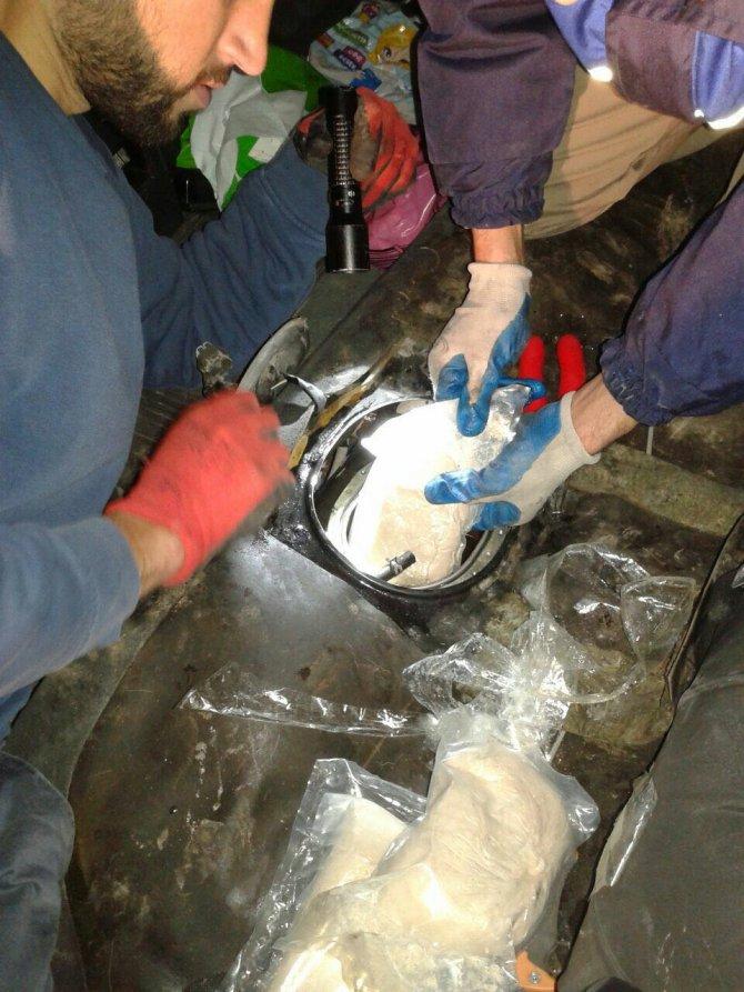Otomobilin yakıt deposunda 19 kilo eroin çıktı