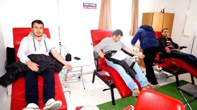 Sarıgöl AK Parti Gençlik Kollarından Kan Bağışı