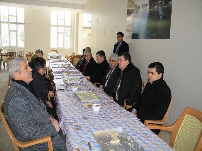Sorgun Belediye Başkanı Ahmet Şimşek, Belediye Çalışanlarıyla Arabaşı Yemeğinde Bir Araya Geldi