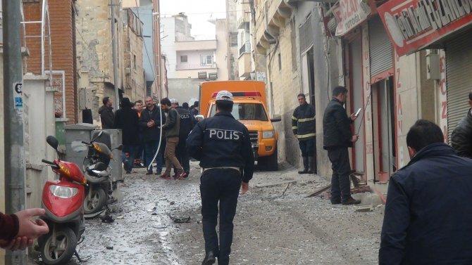 Kilis'te sağlık ocağının yanındaki eve bomba düştü: 1 yaralı