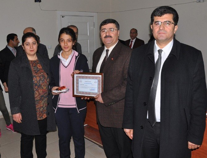 İslahiye, Gaziantep'te İlçeler Arasında TEOG Sınavında Birici Oldu