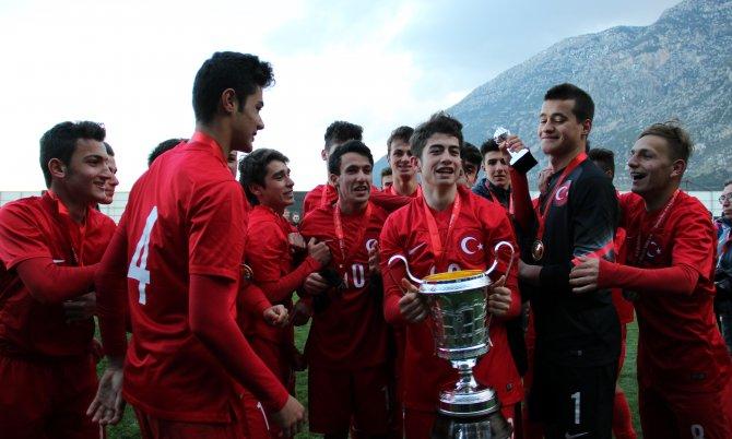 Ege Kupası'nın şampiyonu Türkiye, kupasını aldı