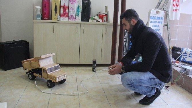 Ucuz Ve Sağlıksız Çin Mallarına İnat Ahşaptan Kumandalı Oyuncak Kamyonet Yaptı