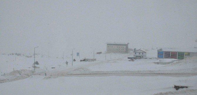 Yıldız Dağı'nda Kar Kalınlığı 1 Metreyi Geçti