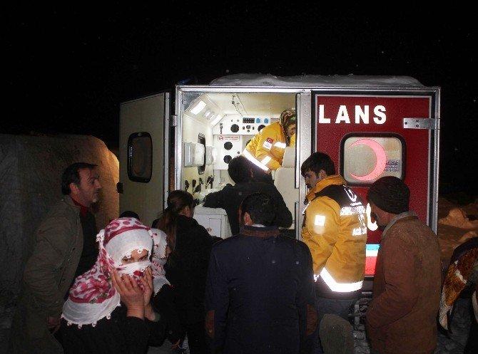Yolları Kapanan Köydeki Kadın Hasta 8 Saatte Kurtarıldı