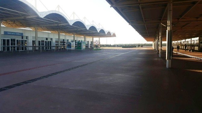 Antalya Havalimanı'nda Unutulan Valiz Paniğe Sebep Oldu
