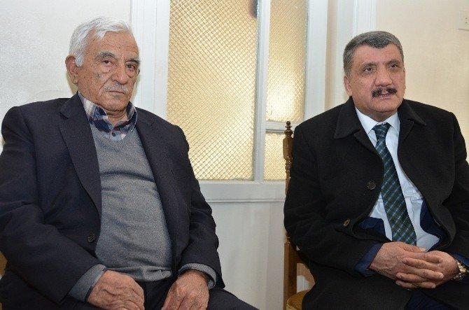 Battalgazi Kaymakamı Yılmaz Ve Başkan Gürkan, Şehit Ailesini Ziyaret Etti