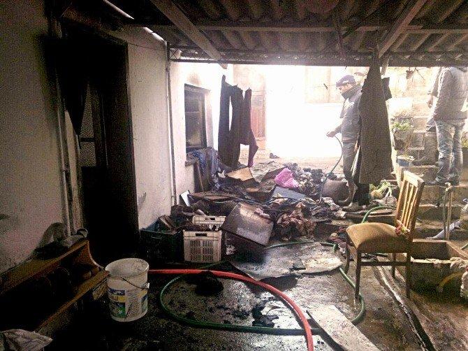 Edremit'te Evi Tamamen Yanmaktan Zamanında Müdahale Kurtardı